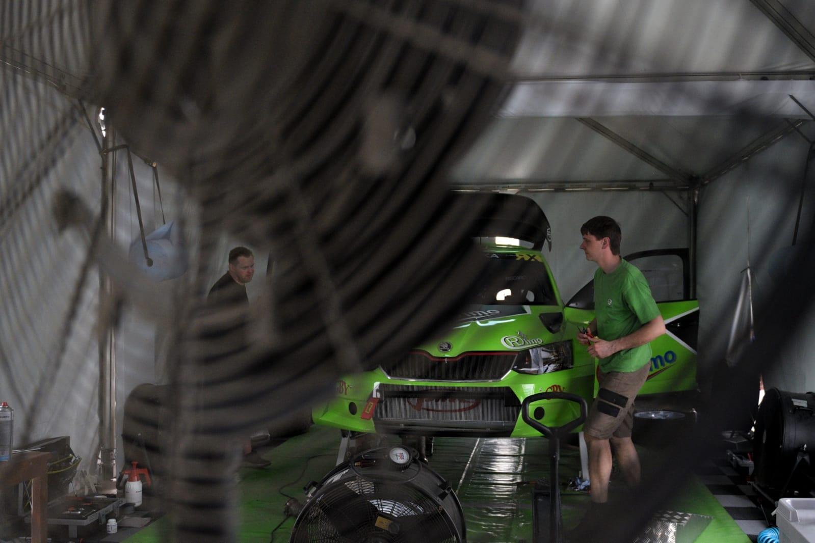 Gausus lietuvių desantas atvyko į Pasaulio ralio-kroso čempionatą Abu Dabyje